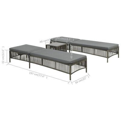 vidaXL Saulės gultai su stalu, 2vnt., pilka sp., poliratanas